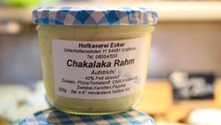Chakalaka-Rahm Gewürzkäse  von Hofkäserei Ecker in Grafenau