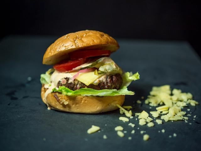 Classic Cheese Cheeseburger  von Burgerhaus Zweite Heimat in Passau