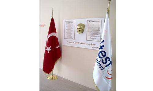 Atatürk Köşesi Flama