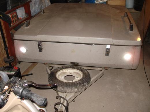 Parduodu lengvojo automobilio kelioninę- iškylavimo priekabą su palapine ir prieškambariu-0