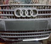 Audi Q7 grotelės su defektu-0
