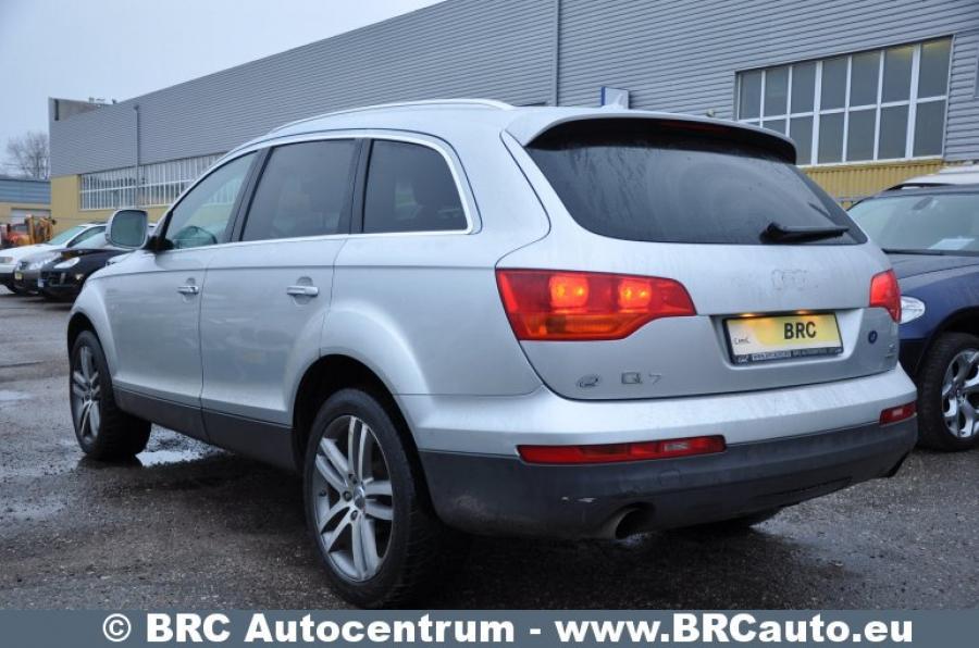 Audi Q7, pilkas, visureigis-3