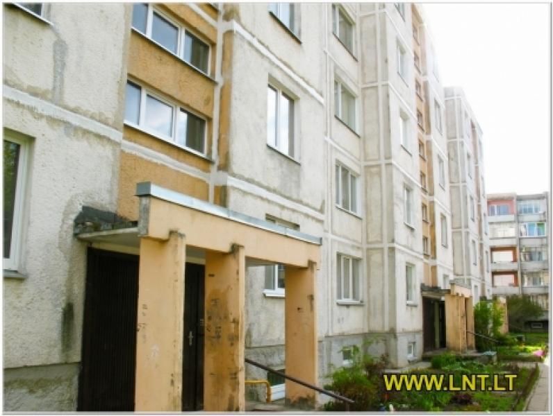 Parduodamas 2 kambarių butas Statybininkų g., Panevėžyje. Namas blokinis 1973 metų statybos, -0
