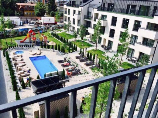 Šviesus dviejų kambarių butas su balkonu ir terasa Palangoje-0