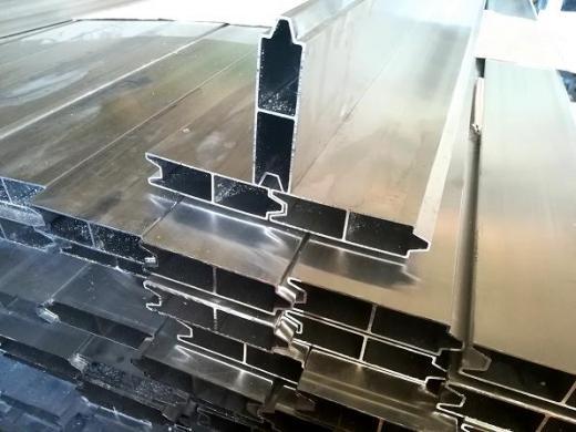 Bortinės alumines  lentos  puspriekabėms siūlo:  užuolaidinės alumines - medinės-1