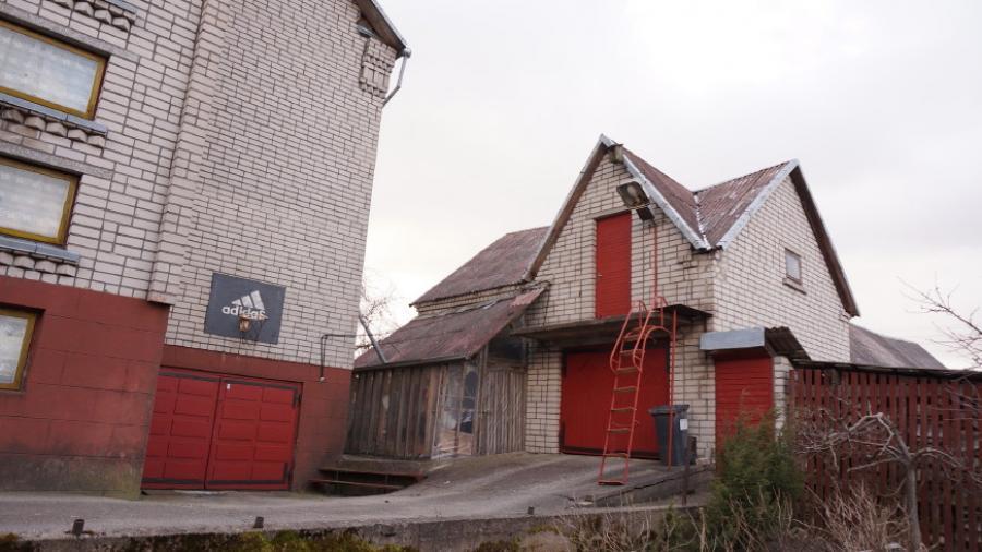 Telšių m. Kaštonų g. parduodamas 2 aukštų mūrinis gyvenamasis namas su 0,10 ha-1