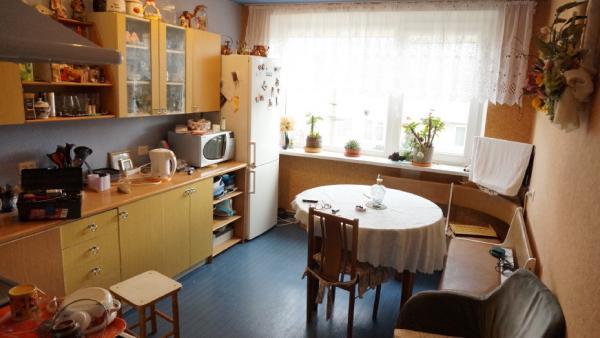 Telšių m. Kaštonų g. parduodamas 2 aukštų mūrinis gyvenamasis namas su 0,10 ha-4