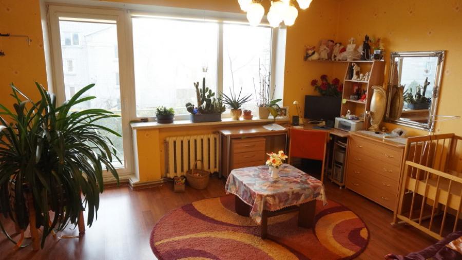 Telšių m. Kaštonų g. parduodamas 2 aukštų mūrinis gyvenamasis namas su 0,10 ha-6