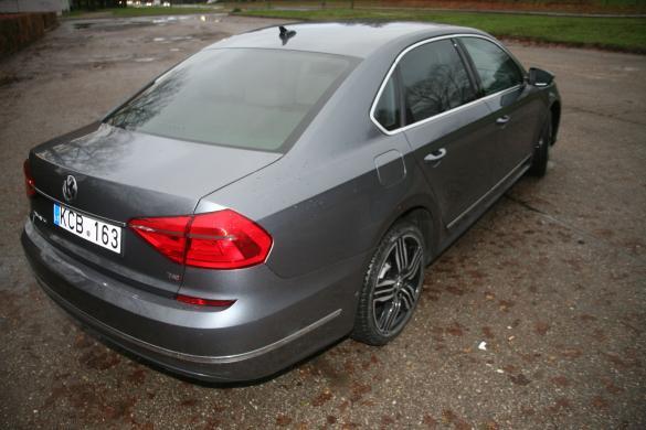 VW PASSAT Long  R  Line 1.8  Petrol Leather-1