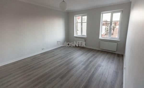 Parduodamas 3- jų kambarių butas J.Janonio gatvėje-1