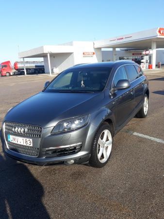 Audi q7-0