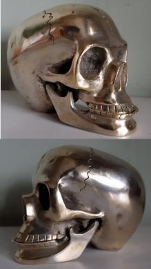 Įdomi bronzinė stipriai sidabruota KAUKOLĖ-1