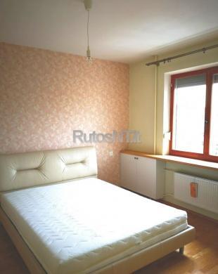 Parduodamas 3- jų kambarių su holu butas Rambyno gatvėje-1