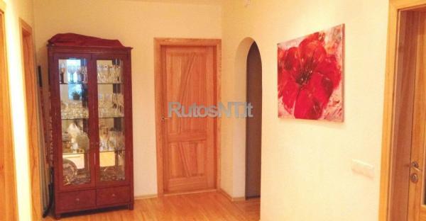 Parduodamas 3- jų kambarių su holu butas Laukininkų gatvėje-3