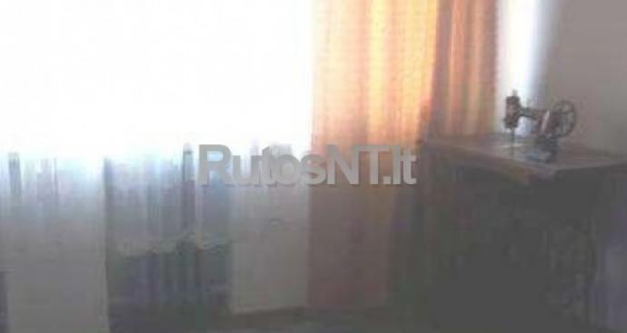 Parduodamas 4- rių kambarių butas Jurginų gatvėje-0