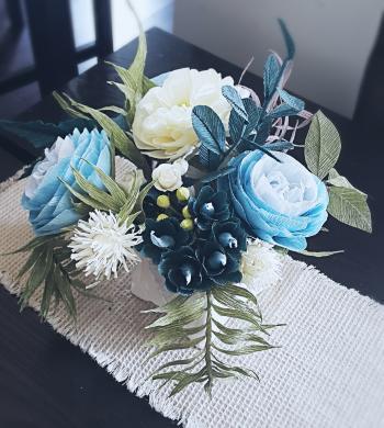 Dirbtinių gėlių puoštė-0