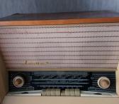 Parduodu antikvarinę  radiją su patefonu Latvia – M-0