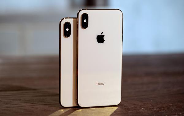 Apple iPhone XS Max 64GB  $500-0