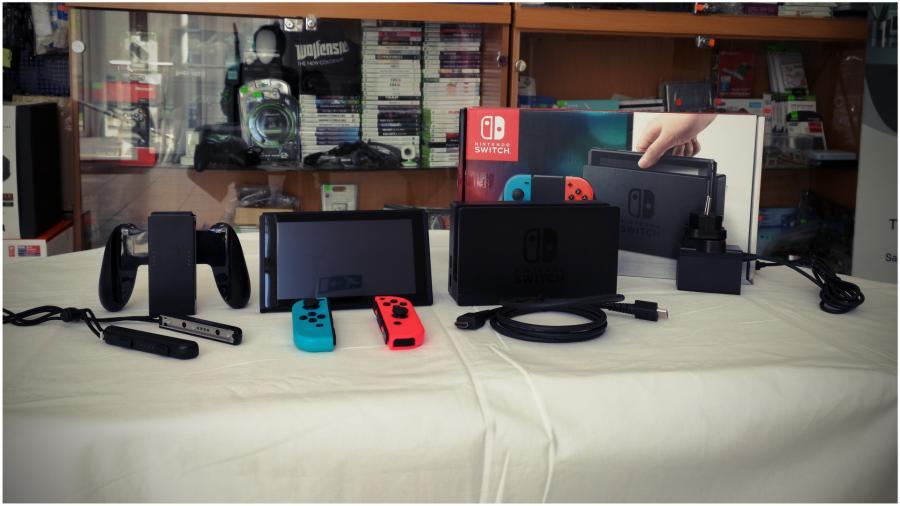 Nintendo Switch žaidimų konsolė su priedais-3