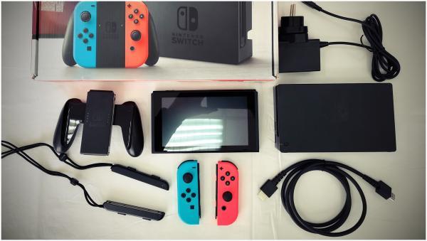Nintendo Switch žaidimų konsolė su priedais-5