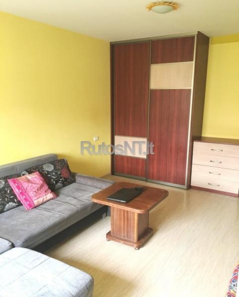 Parduodamas 3 - jų kambarių su holu butas Budelkiemio gatvėje-1