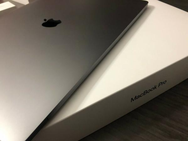 Apple Macbook Pro Mid 2018,15.4 Core i9 2.9GHz, 32G 1TB SSD -0