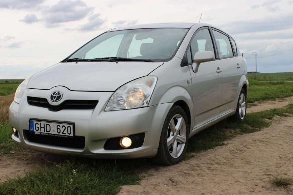 Toyota Corolla Verso -1