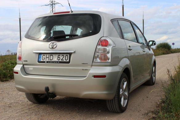 Toyota Corolla Verso -3