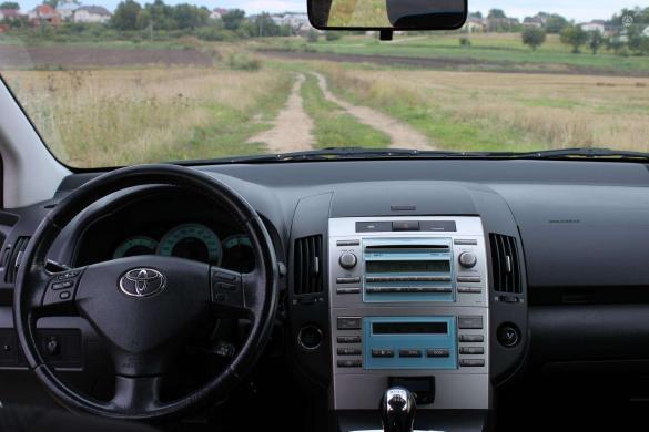 Toyota Corolla Verso -7