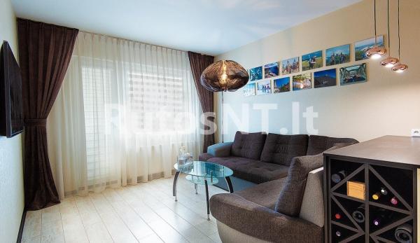 Parduodamas 3- jų kambarių su holu butas Laukininkų gatvėje-0