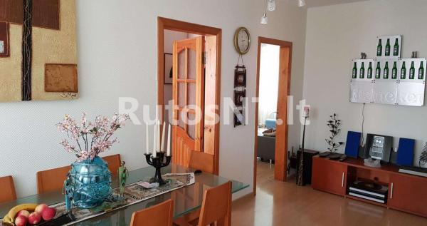 Parduodamas 2- jų kambarių su holu butas Vyturio gatvėje-1