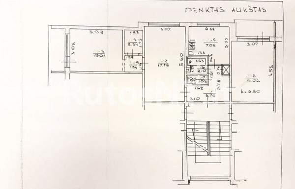 Parduodamas 3- jų kambarių butas Naujakiemio gatvėje-1