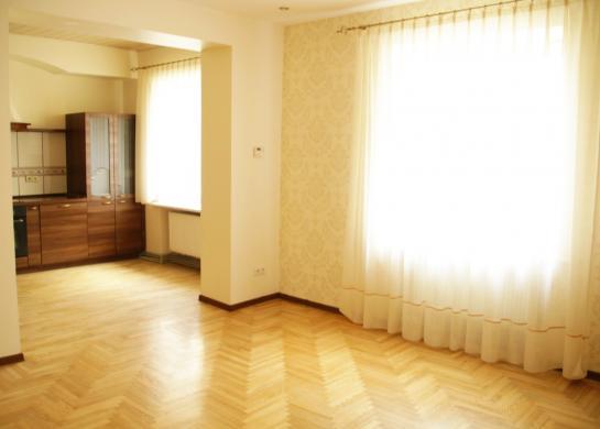 Šiauliai, Centras, Dvaro g., 4 kambarių butas-1