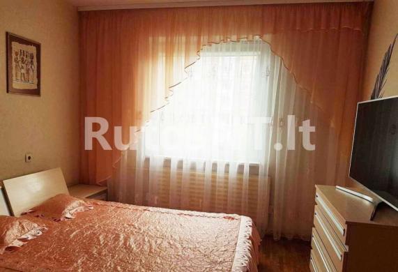 Parduodamas 3- jų kambarių su holu butas Lūžų gatvėje-1