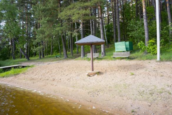 Poilsiavietė, poilsio namai pušyne prie ežero Žalvės-3