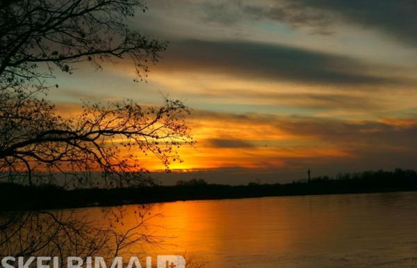 Saloje aplink ežeras Dviragis alytnamis Salos miestelyje-0