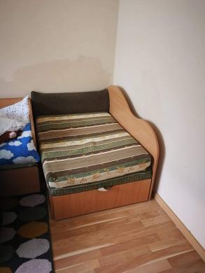 Lovos, sofos, foteliai, tvarkingi, išsiskleidžia, su daiktadezemis, tinka ir vaikams ir suaugusiems, kaina 50e.-0