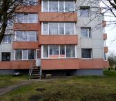 Parduodamas dviejų kambarių butas Akmenėje, renovuotame name-0