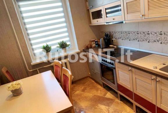 Parduodamas 3-jų kambarių butas Karlskronos gatvėje-0