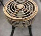 Dekoratyvinė pinta kėdutė-0