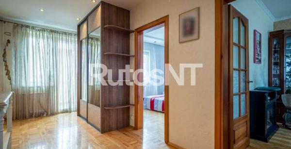 Parduodamas 3-jų kambarių su holu butas Laukininkų gatvėje-0