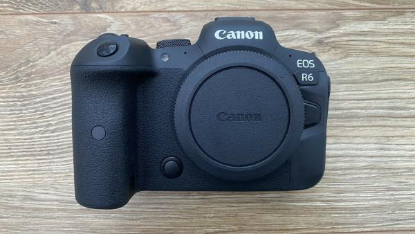 Canon Eos R6  with RF 24-105mm IS STM KIT-1
