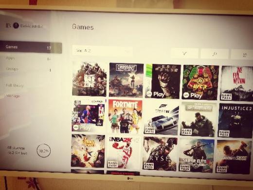 Xbox one x 1Tb parduodu.-1