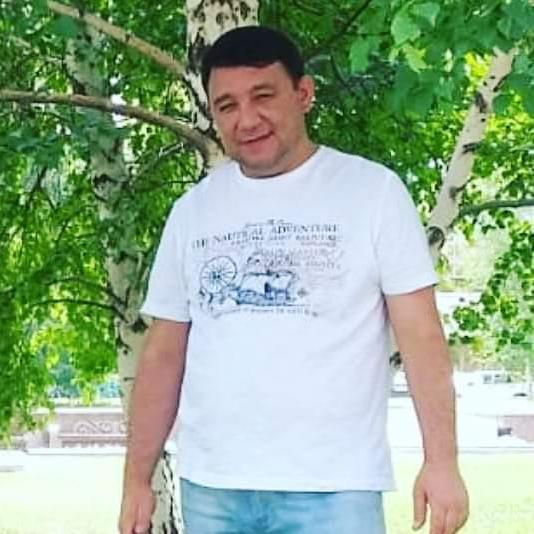 Albek Shapetov