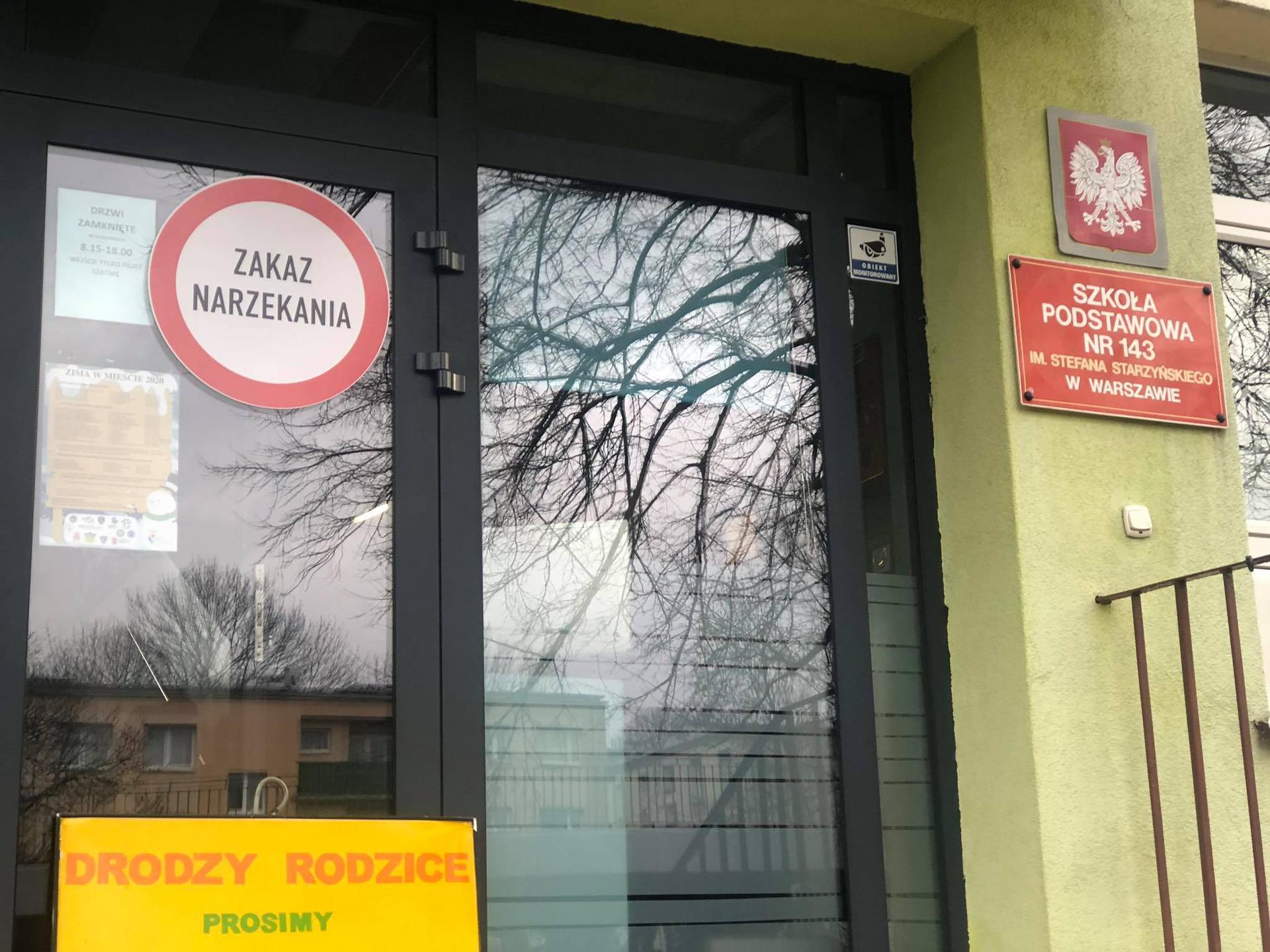 Zakaz narzekania w warszawskiej podstawówce! Pojawił się specjalny znak!
