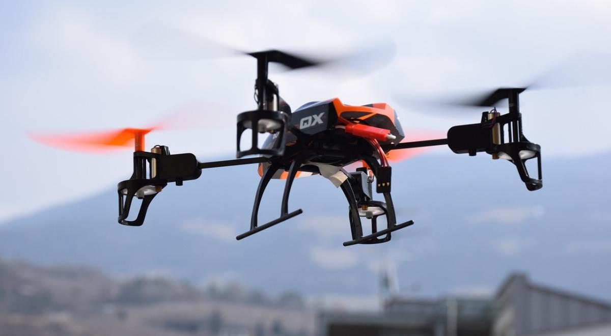 """Rewolucja nad polskimi miastami. """"Drony roboty"""" mają dostarczać paczki"""