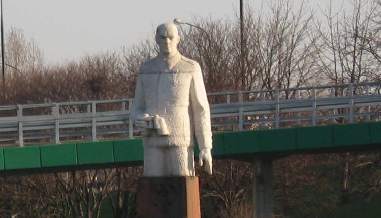 Pomnik Berlinga zniknie z Saskiej Kępy. Już wiadomo, gdzie zostanie przeniesiony