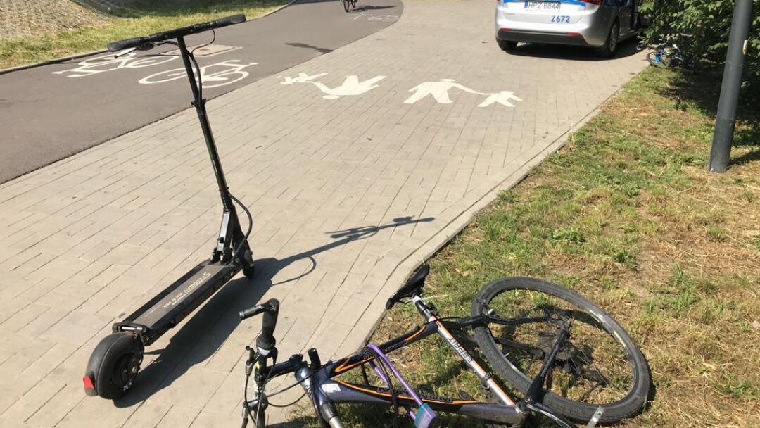 W tym miejscu zginął rolkarz. Teraz zderzenie hulajnogi z rowerem