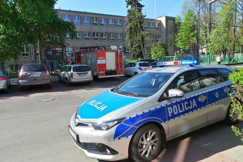 Alarmy bombowe w szkołach, policja prowadziła kontrole pirotechniczne