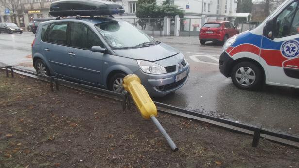 Kraksa trzech samochodów na Saskiej Kępie